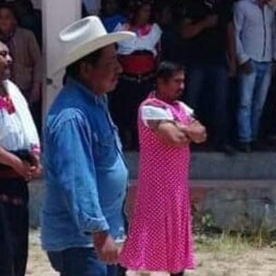 Visten de mujer a alcalde por incumplir promesas de campaña, en Chiapas