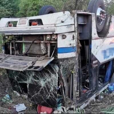 Volcadura de autobús deja 10 lesionados en carretera Acapulco-Zihuatanejo