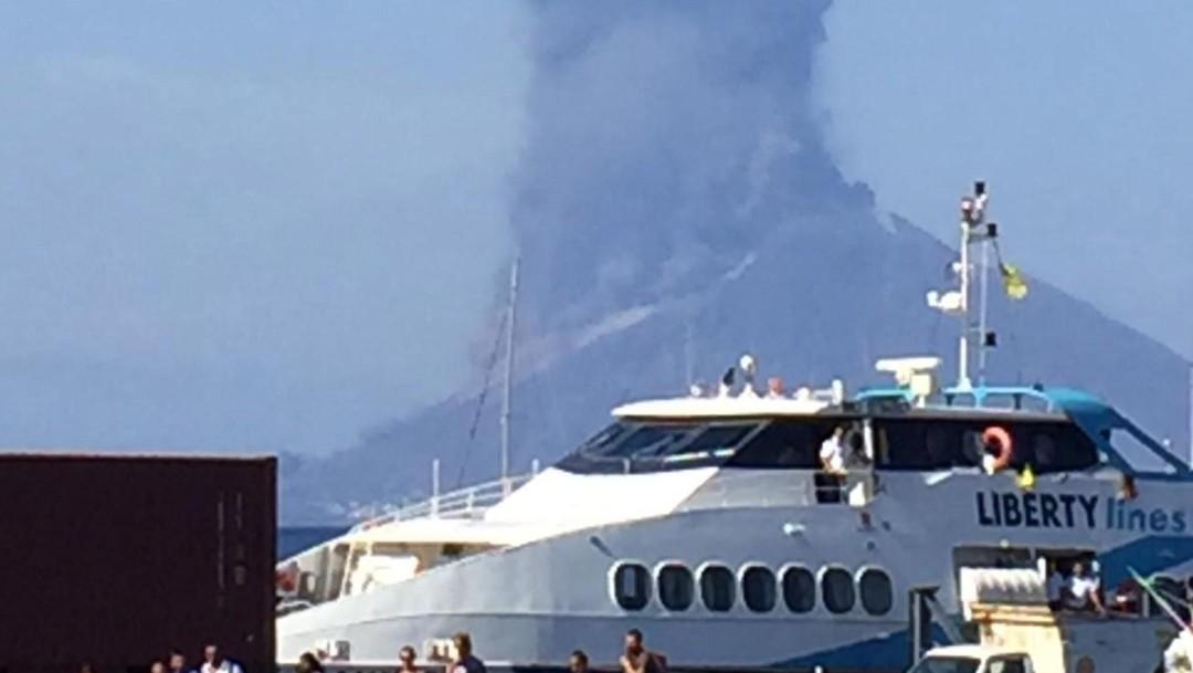 Foto: Volcán Estrómboli hace erupción en Italia, 3 de julio de 2019