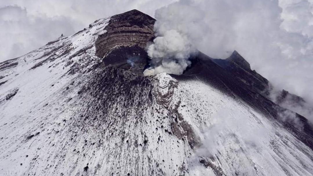 Foto: Sobrevuelo de monitoreo al volcán Popocatépetl, el 21 de julio de 2019 (Twitter: @ICCSV_oficial)
