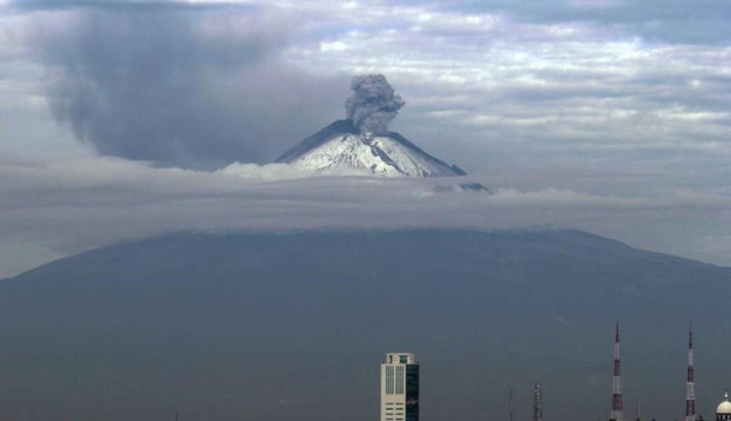 Foto: Los sistemas de monitoreo del volcán Popocatépetl identificaron 180 exhalaciones en las últimas 24 horas, el 19 de julio de 2019 (EFE)
