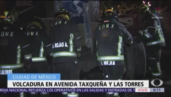 Vuelca camión en avenida Taxqueña y Las Torres, CDMX