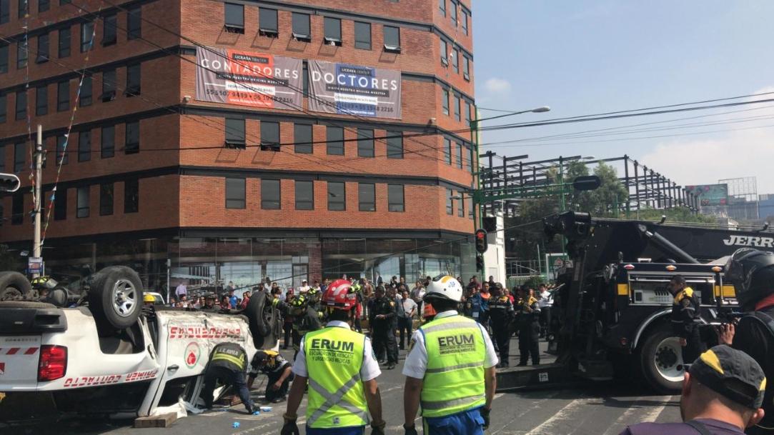 camioneta del Metro CDMX vuelca obre Eje Central