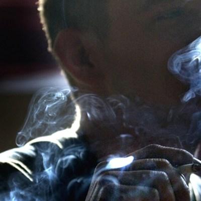 Bacterias pueden ser más resistentes a los antibióticos por el humo del cigarro