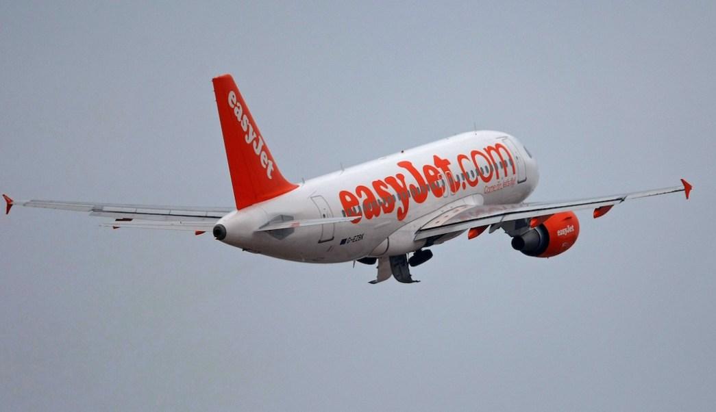Foto Pasajera descubre que su asiento en el avión no tenía respaldo 8 agosto 2019