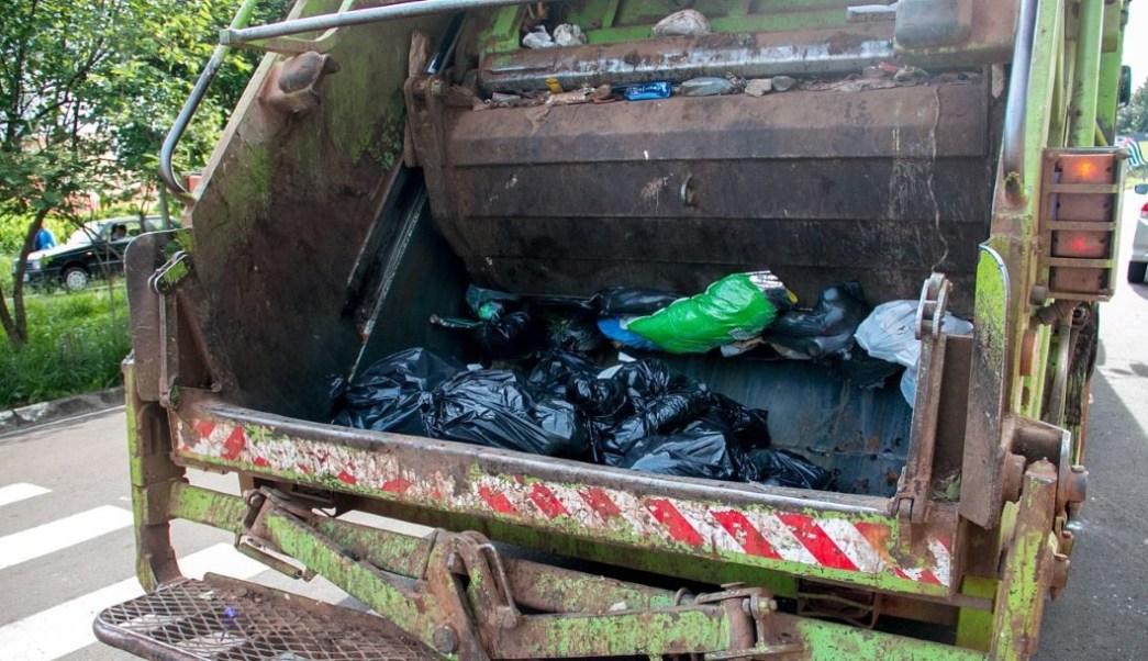 bolsas-basura-rio-contaminado-recolectores-Marbella