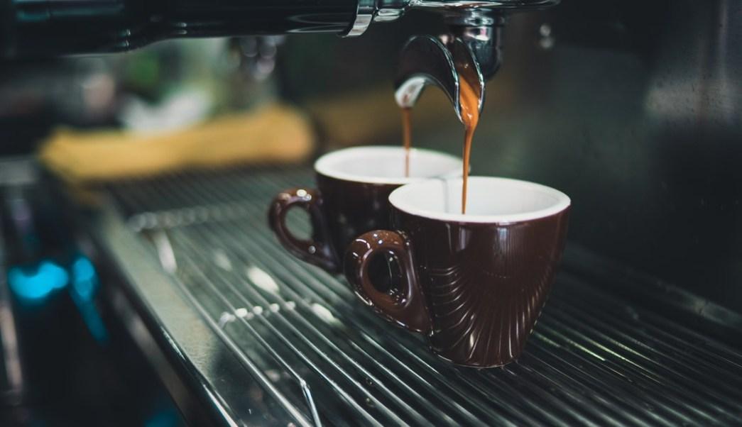 Foto: taza-de-café-express-maquina. 13 agosto 2019