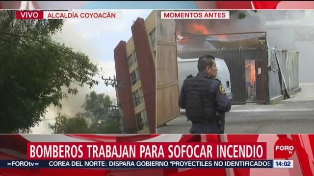 FOTO: Bomberos trabajan para sofocar incendio en una bodega en Coyoacán, 11 Agosto 2019