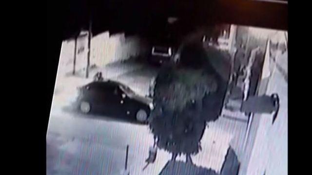 VIDEO: Captan asesinato de dos hombres dentro de un auto en Naucalpan