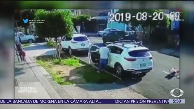 Captan robo a camioneta estacionada en Guadalajara
