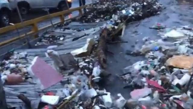Foto: La basura es el principal factor de las inundaciones, 25 de agosto de 2019 (Twitter @Caasi201)