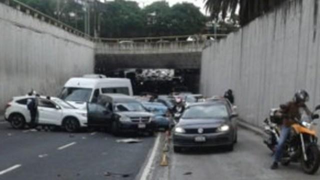 Foto: Luego de percance vehicular, se normalizó la vialidad en el bajo puente de Insurgentes y Eje Central al Sur, 21 de agosto de 2019 (Twitter @OVIALCDMX)