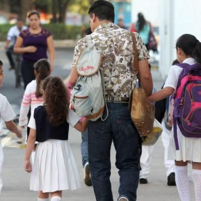 AMLO: Se mantendrá la educación pública, sin hacer de lado la privada