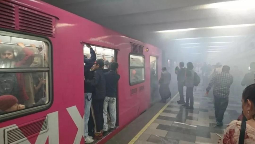 Foto; Humo metro Tlatelolco, 24 de abril 2018, Ciudad de México