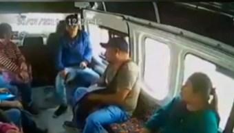 Foto: Hombre amenaza con pistola a pasajeros, Estado de México