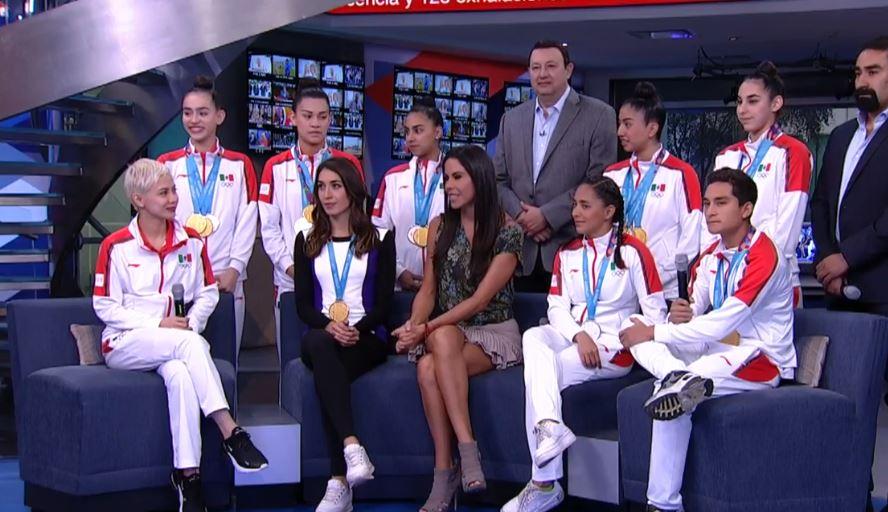 deportistas mexicanos visitan al aire con paola