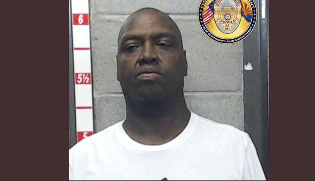 Foto: Holland Woods, de 57 años, fue detenido en Peoria, en Arizona, Estados Unidos, el 24 de agosto de 2019 (Twitter @PeoriaPoliceAZ)
