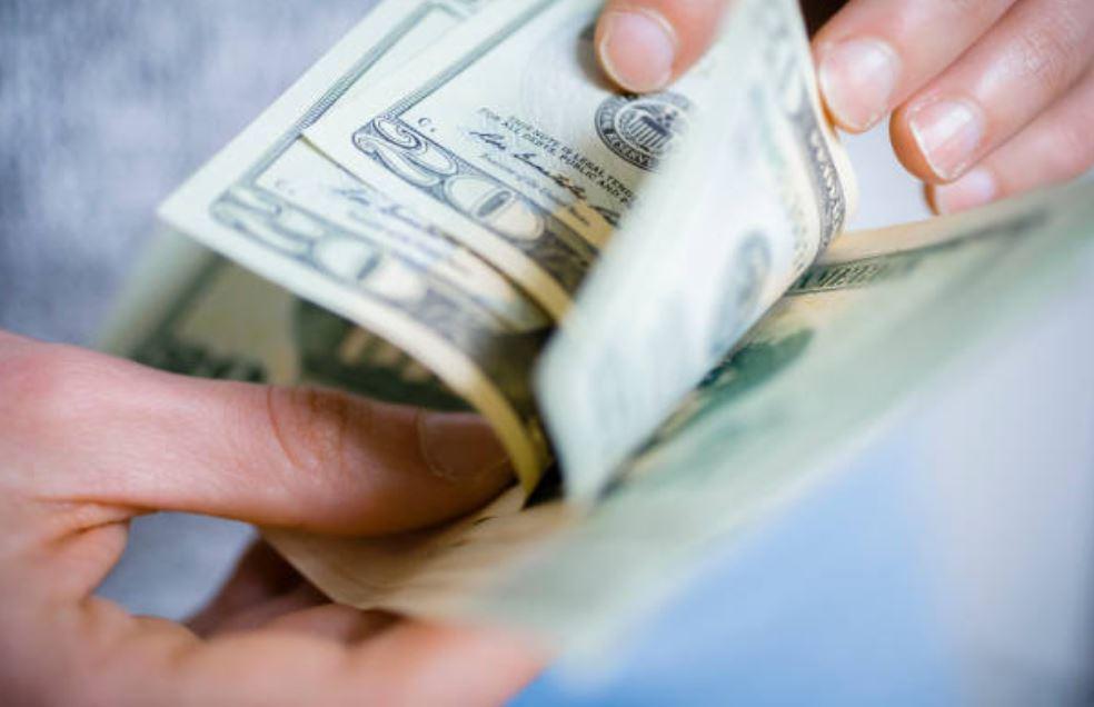 Dólar sube 11 centavos; se vende en $20.23 en bancos de la capital