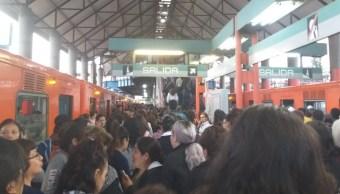 Foto El Metro suspendió el servicio, 22 de agosto de 2019 (Twitter @RosalySanty)