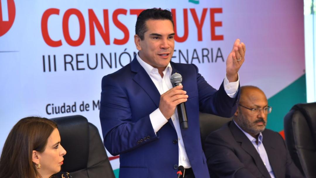 Foto: El nuevo líder nacional del PRI en la reunión plenaria con diputados federales, 29 de agosto de 2019 (Twitter @alitomorenoc)