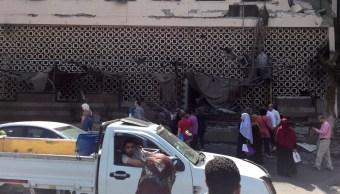 FOTO Descubren explosivos en auto que chocó varios vehículos en El Cairo (AP)