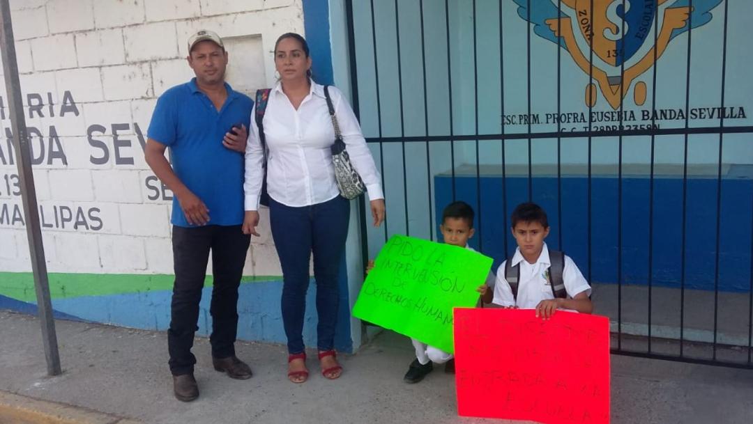 Foto: Padres de familia no permitieron el ingreso de niños a la escuela por no pagar cuota escolar, 29 agosto 2019