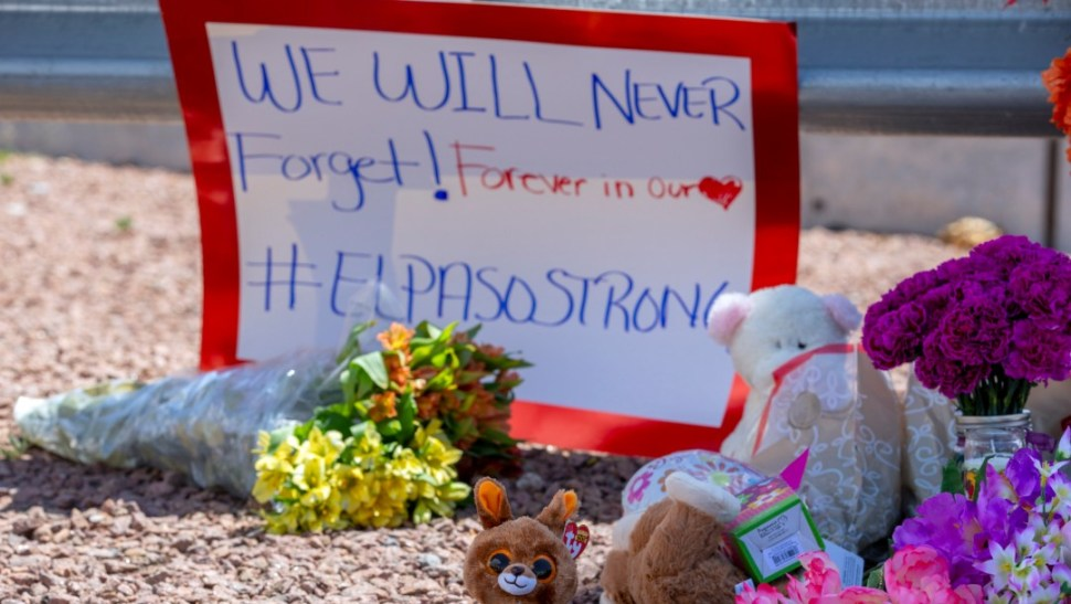 Foto: Flores y ofrendas por víctimas de tiroteo en El Paso, Texas, 5 de agosto de 2019, Estados Unidos
