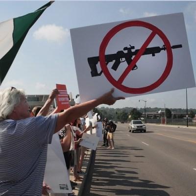 Entre protestas, por discurso de odio y racismo, reciben a Trump en El Paso