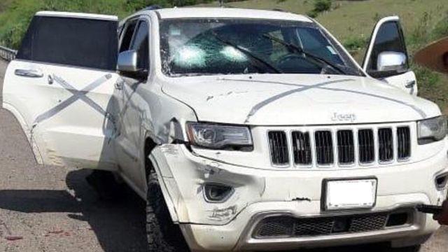 Foto: Una camioneta con impactos de arma de fuego en Tepalcatepec, Michoacán. Efe