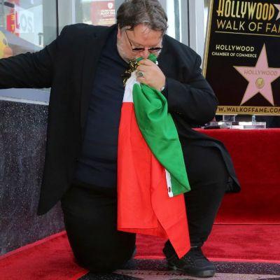 No crean en las mentiras que dicen de nosotros los migrantes: Guillermo del Toro