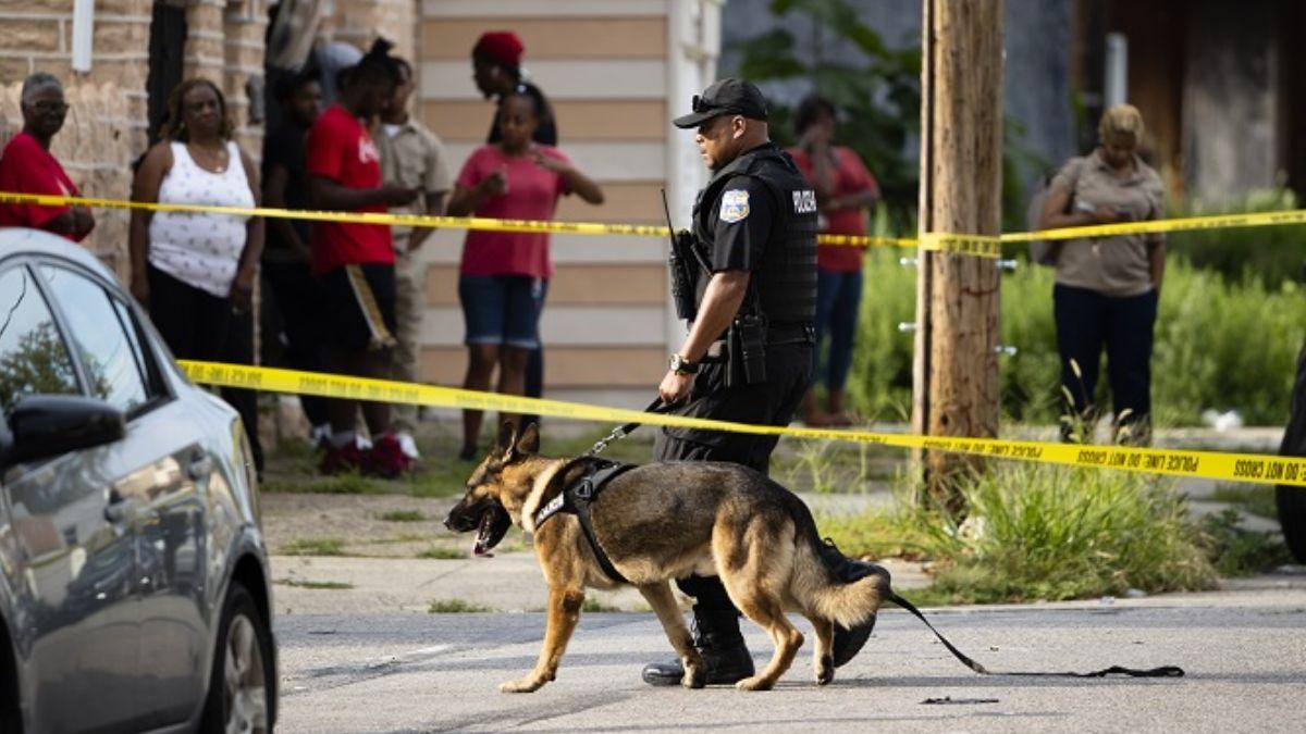Foto: Un policía custodia el barrio de Ogontz, en Filadelfia, Pensilvania, EEUU. El 15 de agosto de 2019. AP