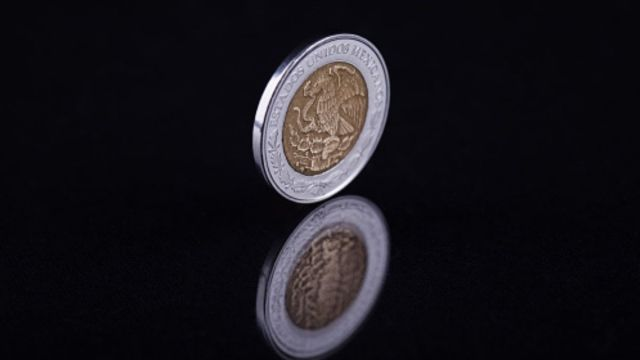 Foto: Una moneda de un peso mexicano. Getty Images/Archivo