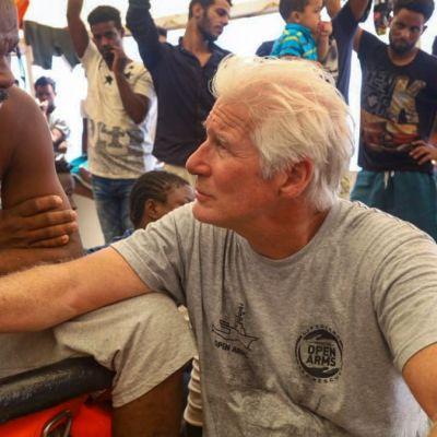 Richard Gere lleva alimentos a 121 migrantes rescatados por barco 'Open Arms'