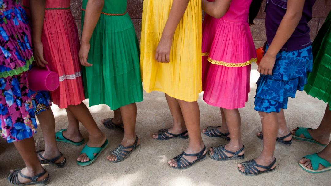 Foto: Estudiantes guatemaltecas hacen fila para recibir alimentos, 31 de mayo de 2016, Guatemala