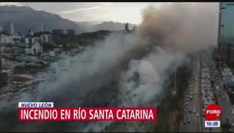 Incendio de pastizales afecta tránsito en Monterrey, Nuevo León