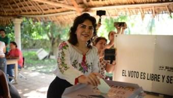 Foto: La candidata presidencial del PRI, Ivonne Ortega, emite su voto, el 11 de agosto de 2019 ((Twitter @IvonneOP)