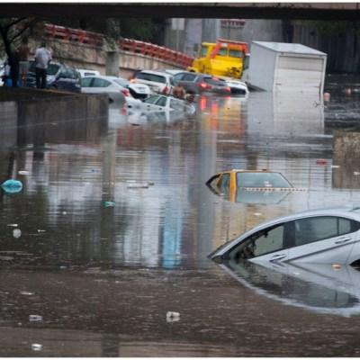 Video: Vehículos quedan bajo el agua tras lluvias en Nuevo León