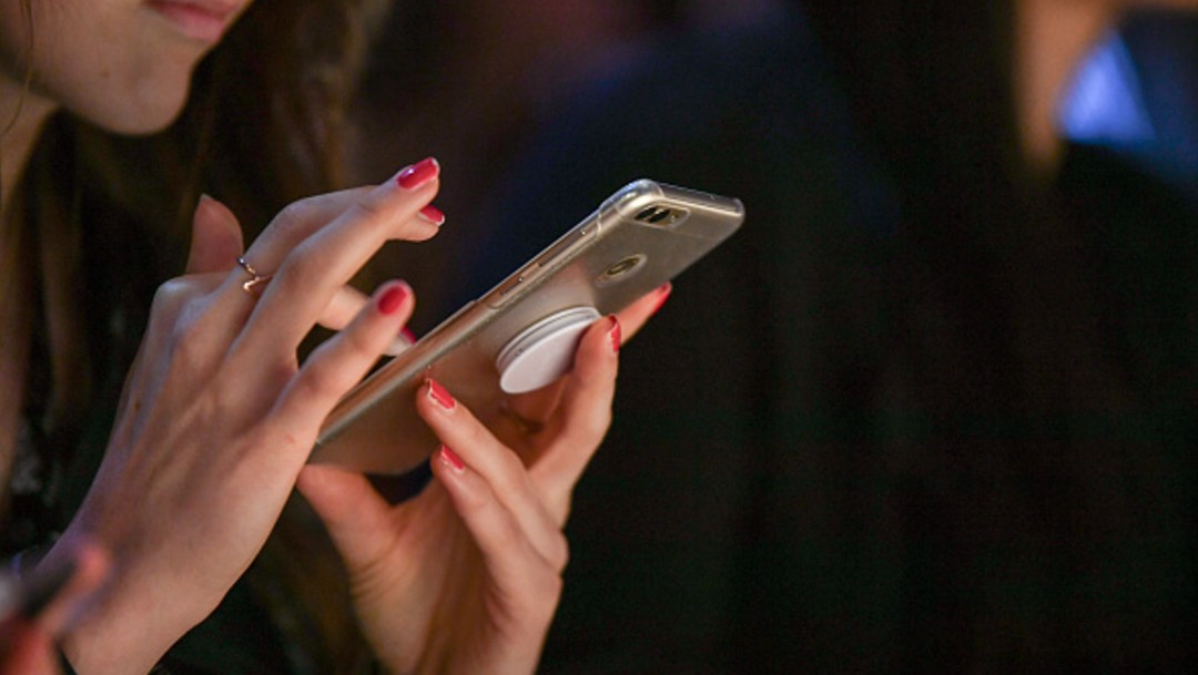 Foto: Mujer marcando en su celular, 7 de julio de 2019,