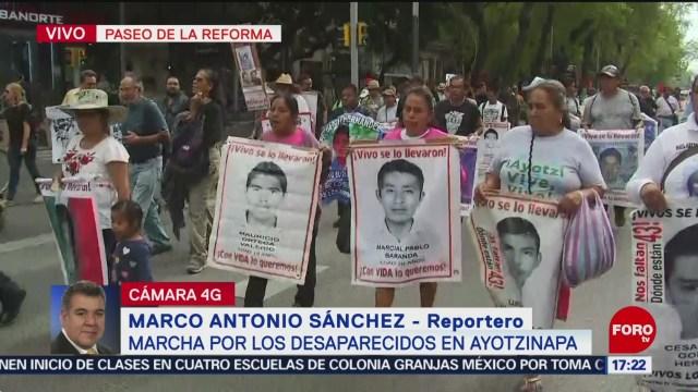 FOTO: Marchan CDMX por desaparecidos Ayotzinapa