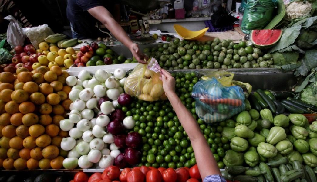 Foto: Compra de verduras en mercado, 2 de febrero de 2019, Ciudad de México