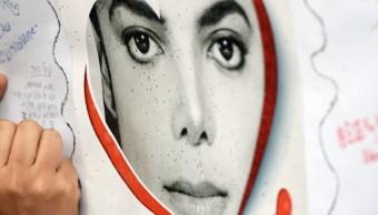 FOTO Michael Jackson murió calvo y con cicatrices, revelan policías (AP)