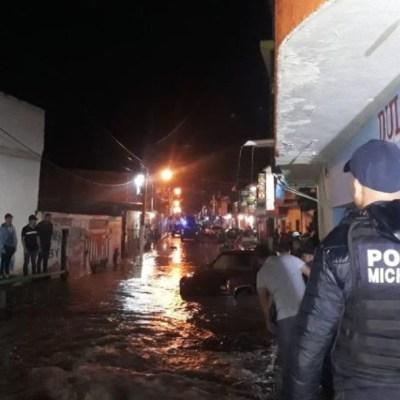 Tormenta provoca desbordamiento de ríos en Los Reyes, Michoacán