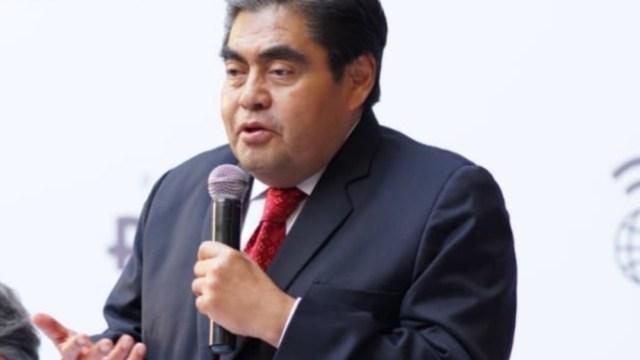 FOTO Miguel Barbosa toma protesta como gobernador de Puebla (Twitter)