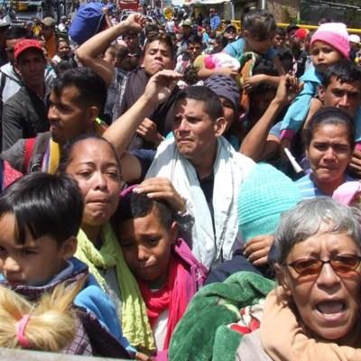 Miles de venezolanos salen de Colombia a Ecuador antes de que se les exija visa