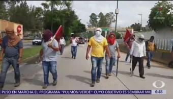 Movilizaciones de maestros en Autopista del Sol
