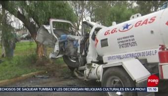 Muere una persona tras volcar pipa de gas en carretera Texcoco-Lechería