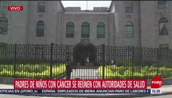 Padres de niños con cáncer se reúnen con autoridades de salud en CDMX