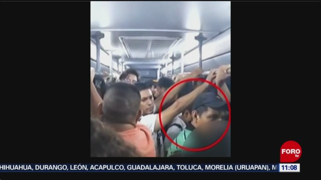 Pasajeros agreden a presunto acosador en camión de Nuevo León