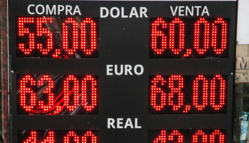 FOTO Peso argentino se desploma tras derrota de Macri en primarias (EFE)