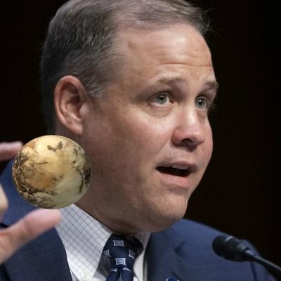 Plutón sigue siendo un planeta, según el jefe de la NASA